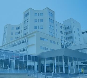 グループ会社の飯塚病院にスタッフを派遣し、医療情報システムを共同開発するとともに、新技術を使った業務改善を行っています。